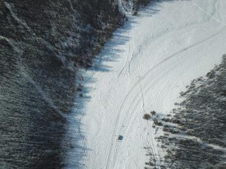 Vue de drone de la vallée étudiée (photo A. Séjourné)